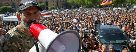 Массовые протесты в Армении: митингующие перекрыли трассу к международному аэропорту