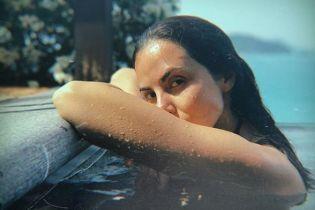 В мокром боди у бассейна: Настя Каменских поделилась пикантным кадром с отдыха