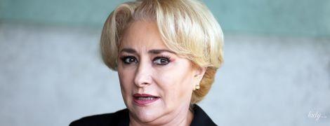 Переборщила с макияжем: премьер-министр Румынии Виорика Дэнчилэ в музее