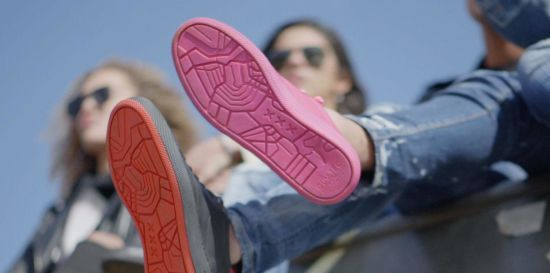 В Амстердамі випустили кросівки з переробленої жуйки