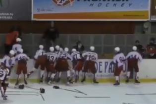 16-летние хоккеисты устроили массовую драку во время матча в Беларуси