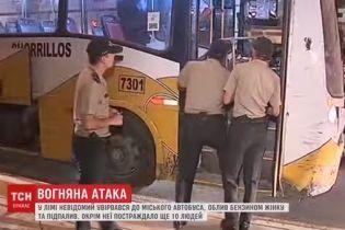 В Перу в автобусе мужчина облил женщину бензином и поджег
