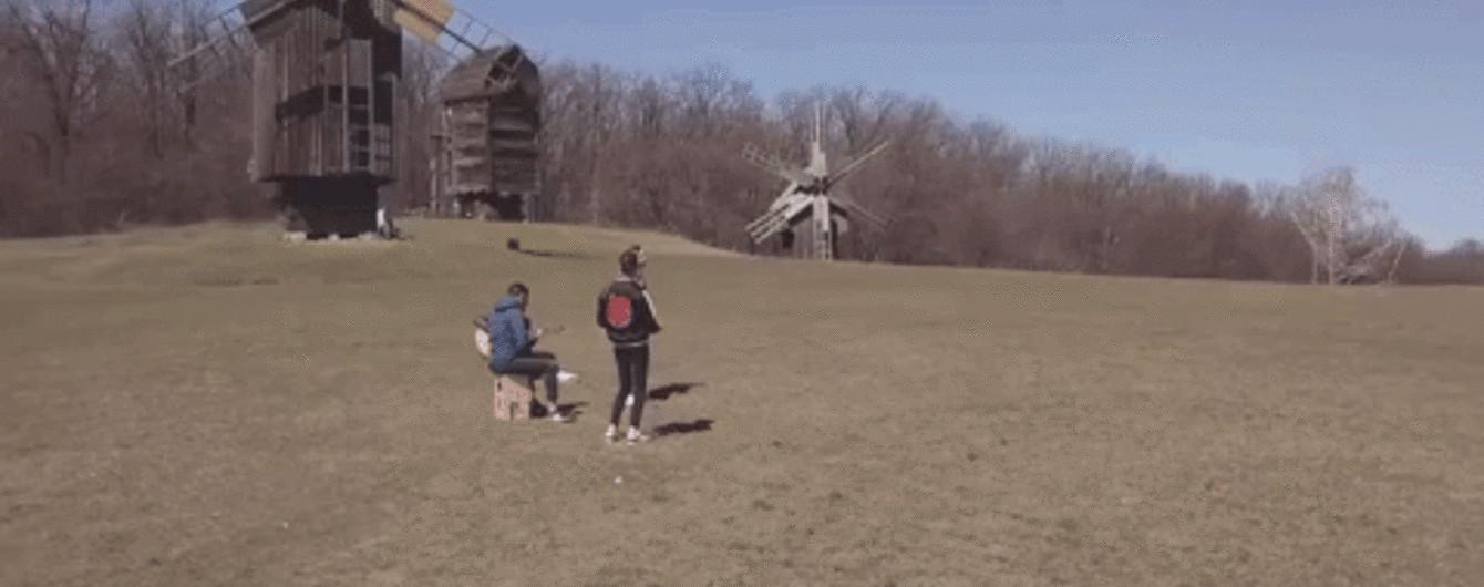 MamaRika выпустила лирическую видеоверсию хита ХХДД, снятую в Пирогово