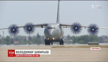 """На госпредприятии """"Антонов"""" строят новый военно-транспортный самолет"""