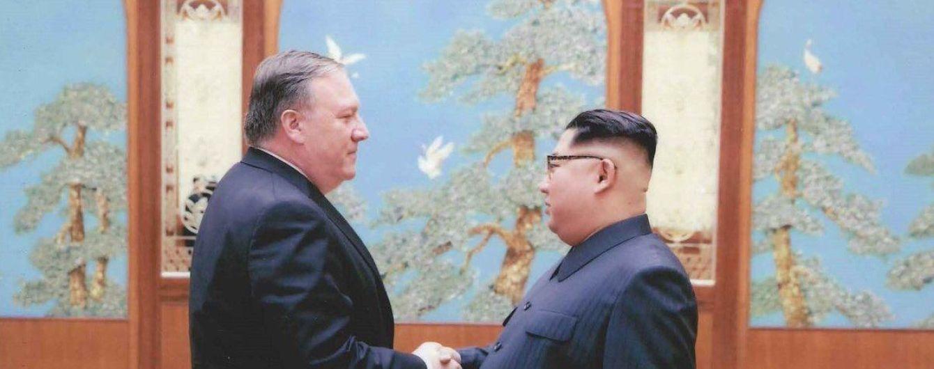 У Мережі з'явилися фото секретної зустрічі нового держсекретаря США Майка Помпео і Кім Чен Ина