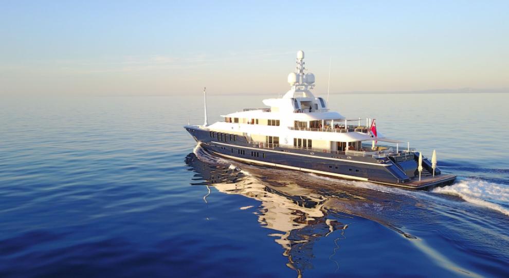 Російський олігарх продає одну з найбільших серед мільярдерів РФ яхт