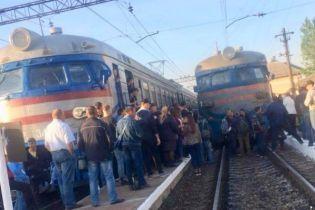 У Львові близько 200 розлючених пасажирів на півтори години заблокували рух електрички