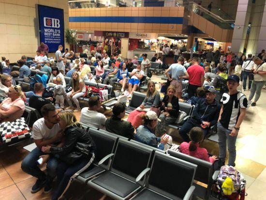 Українських туристів, які  застрягли в Єгипті, забрали з аеропорту до готелів