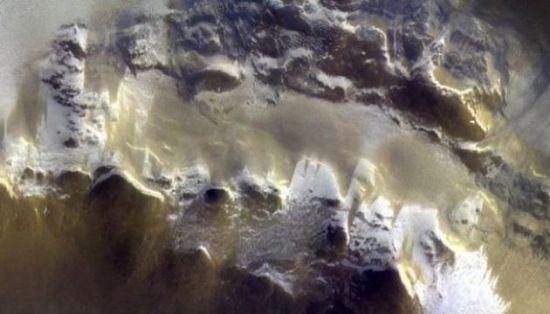 Крига і кратер: марсіанський зонд передав вченим фото Червоної планети