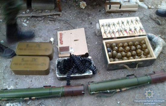 У жителя Маріуполя вилучили гранатомети і ящик гранат