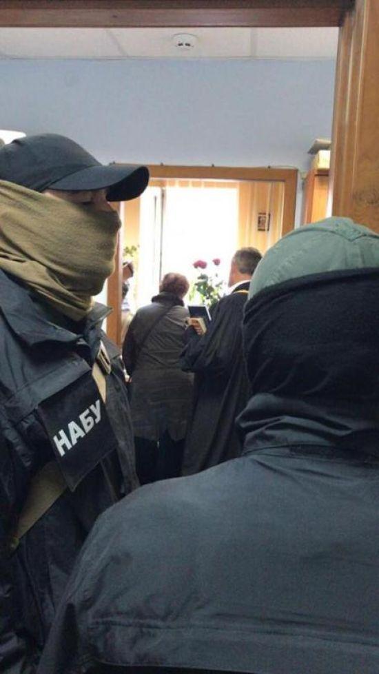 Судді Подільського райсуду та заступнику керівника апарату оголосили про підозру