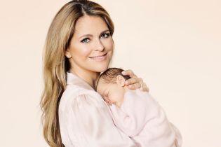 Принцесса Мадлен поделилась первым официальным снимком с дочерью - принцессой Адриенн