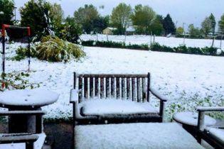 Францію засипало лапатим снігом