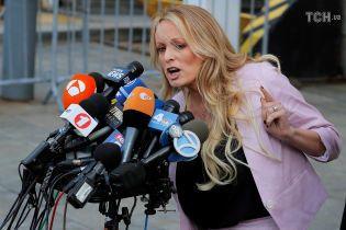 Порноактриса Стормі Деніелс подала в суд на Трампа, звинувачуючи його в наклепі
