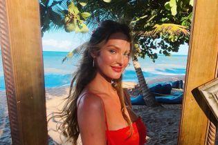 В ожидании второго ребенка: беременная Кэндис Свэйнпоул показала красочные кадры из отпуска