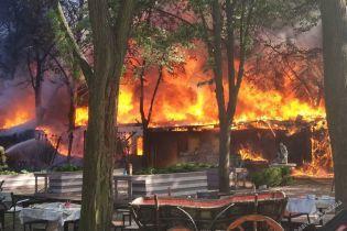 Масштабный пожар в Одессе: в парке Горького горит кафе