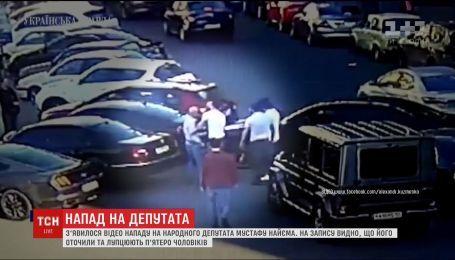 В Сети появилось новое видео избиения в центре Киева депутата Мустафы Найема