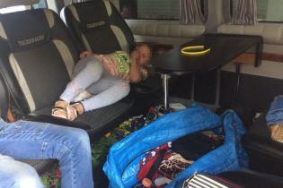 На Закарпатті 5-річну дівчинку намагалися вивезти поміж сумок до Угорщини