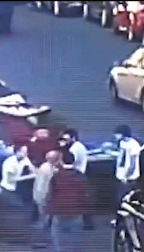 Появилось новое видео избиения депутата Мустафы Найема