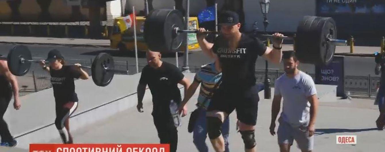 Спортсмени встановили рекорд з подолання Потьомкінських сходів із штангами на плечах