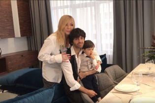 Ірина Білик з чоловіком та підрослим сином вперше знялася у спільному домашньому відео