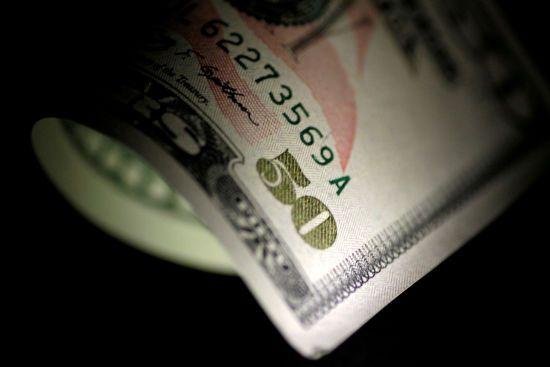 Долар здорожчав, а євро здешевшав у курсах Нацбанку на четвер. Інфографіка