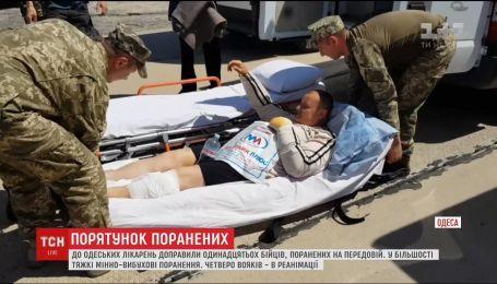 В Одессу самолетом переправили 11 раненых бойцов с фронта