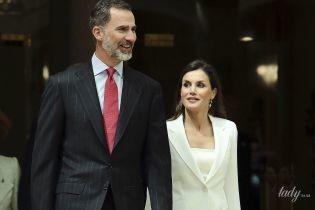 Королева Летиция в элегантном образе сходила с мужем на мероприятие
