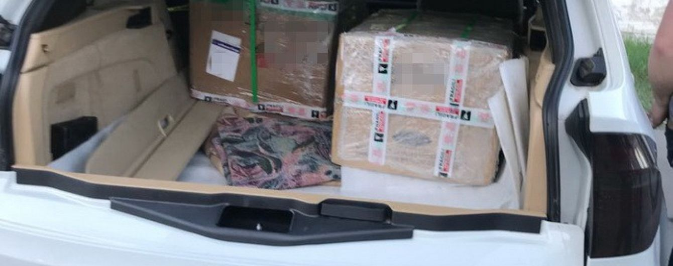 Арест или многомиллионная застава ждет киевлянина, который хотел провезти кокаин под видом роликов