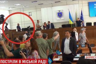У міськраді Нікополя з пістолетів стріляли двоє депутатів
