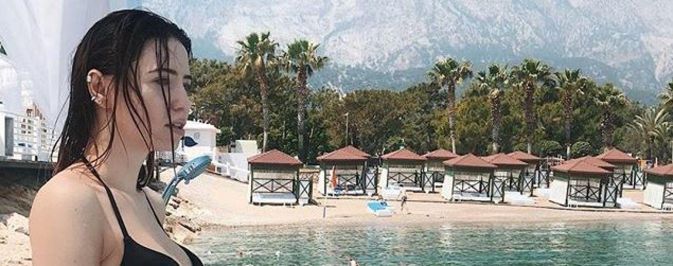 В купальнике на фоне моря: Надя Дорофеева опубликовала фото из Турции