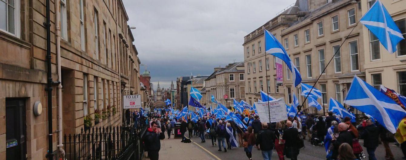 В Шотландии десятки тысяч людей вышли на акцию за независимость от Британии