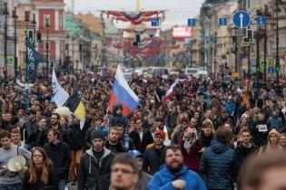 В Москве в прямом эфире задержали журналиста во время акций протеста