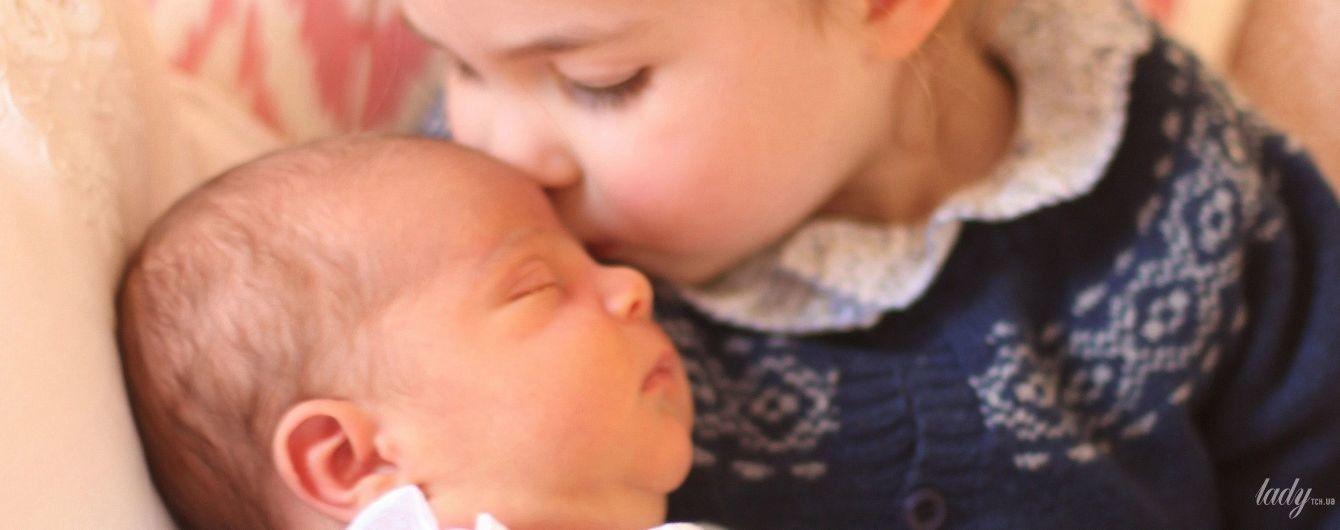 Как это мило: королевская семья поделилась трогательными снимками принцессы Шарлотты и принца Луи