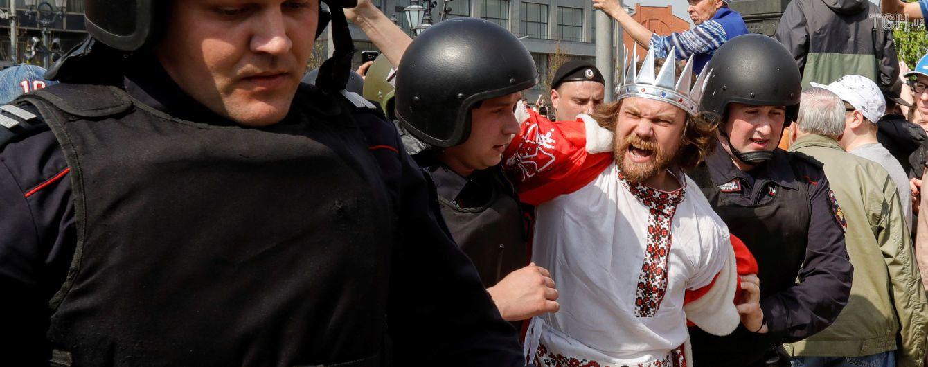 """ЗМІ переконують, що мерія Москви фінансувала """"казаків"""", які атакували учасників акції протесту опозиції"""