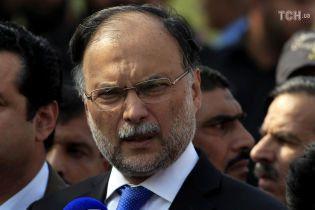 У Пакистані під час мітингу скоїли замах на главу МВС