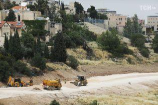 У Єрусалимі встановлюють знаки посольства США