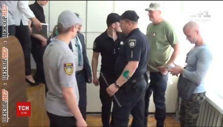 П'ять кримінальних проваджень та жодного затриманого – поліція розслідує стрілянину в Нікопольській міськраді