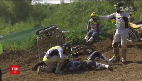 Участник буковинского этапа Кубка мира по мотокроссу после жуткой аварии остался невредимым