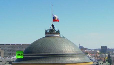 Во время инаугурации Владимира Путина над Кремлем не смогли поднять флаг РФ