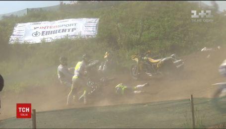 Спортсмена, який потрапив у моторошну аварію під час змагань з мотокросу, виписали з лікарні