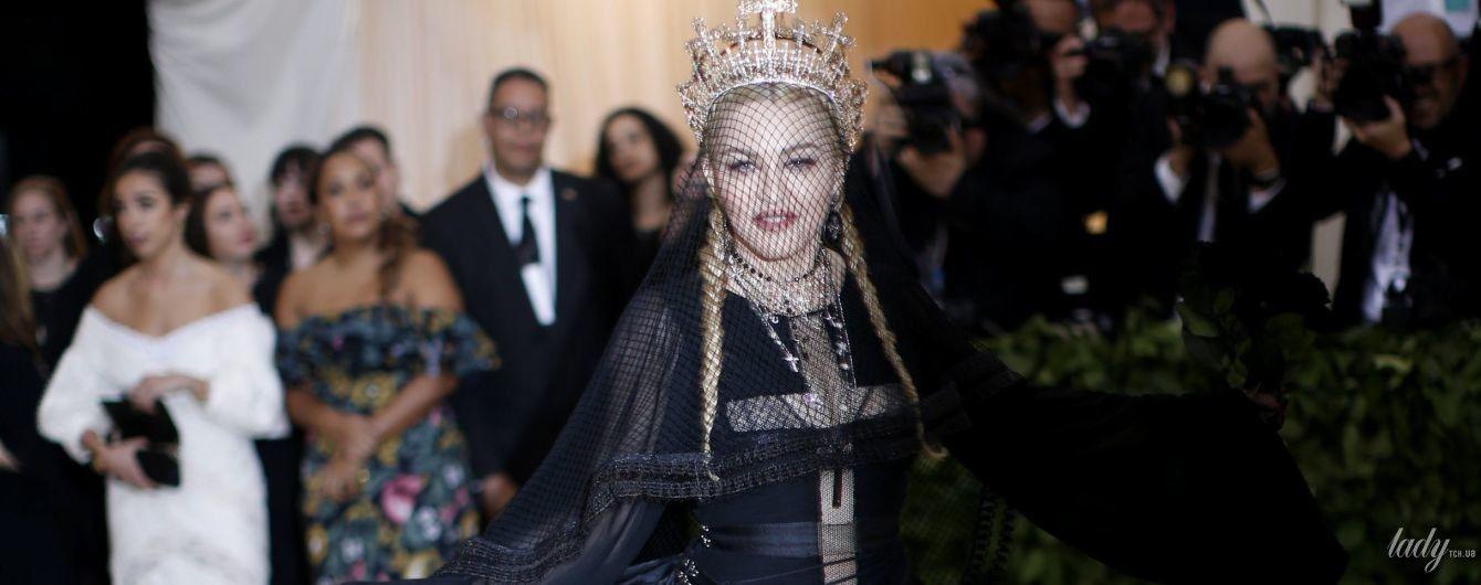 В короне и с крестом: готичная Мадонна на Met Gala-2018