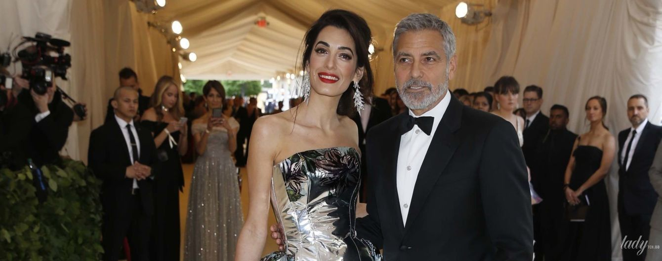 В корсете и со шлейфом: Амаль Клуни пришла на Met Gala-2018 в шикарном образе