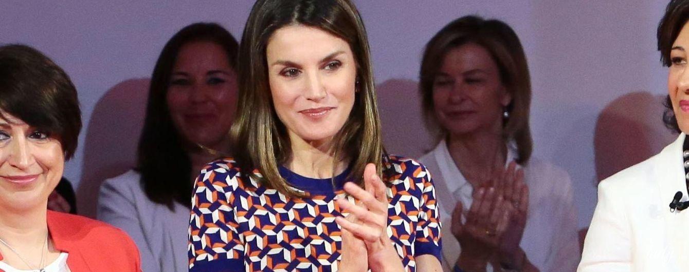 В кожаной юбке с яркими карманами: королева Летиция на торжественном мероприятии