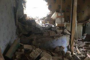 Боевики обстреляли жилые улицы села на Донбассе. Десятки домов повреждены