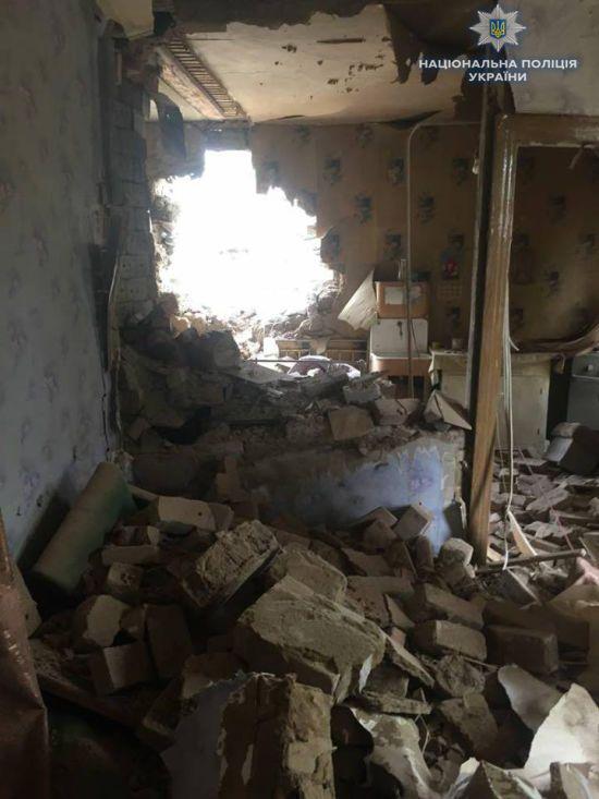 Бойовики обстріляли житлові вулиці села на Донбасі. Десятки будинків пошкоджено