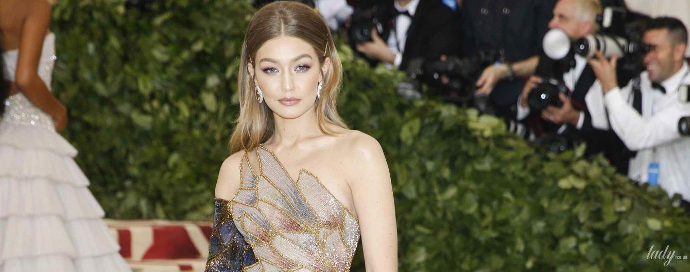 Битва платьев от Versace: Джиджи Хадид vs Ирина Шейк
