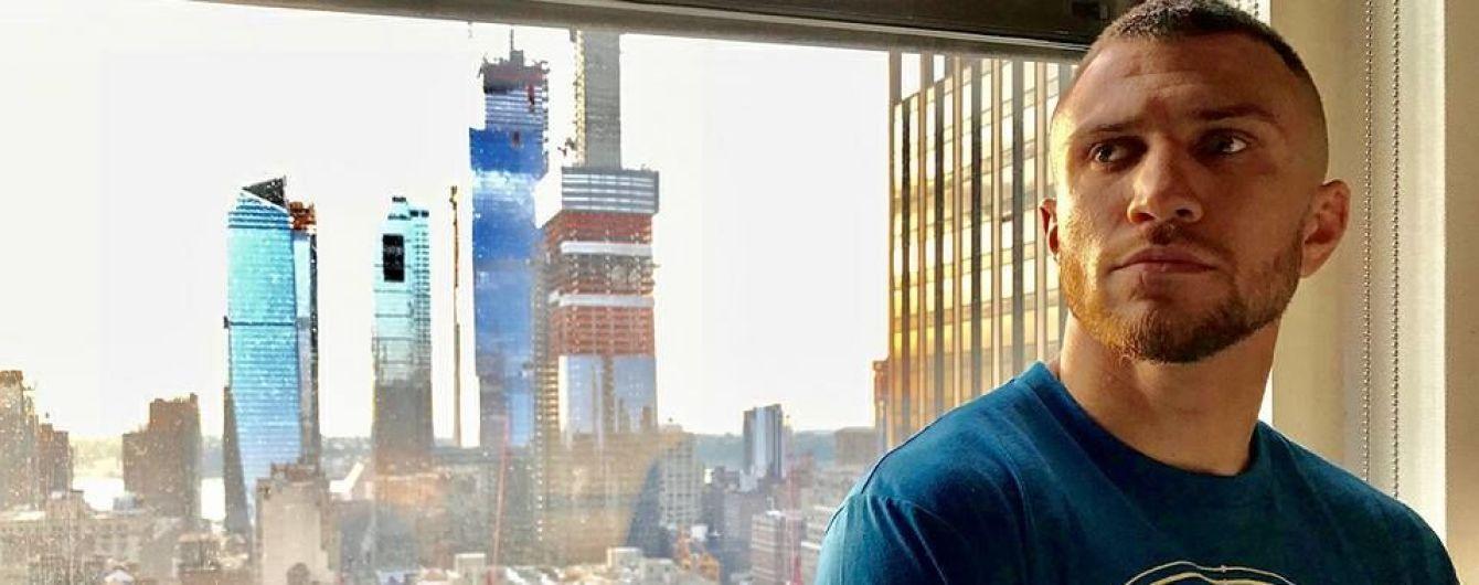 Ломаченко прибув до Нью-Йорка на бій з Лінаресом