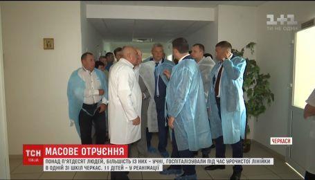 На торжественной линейке в Черкассах потеряли сознание десятки учеников
