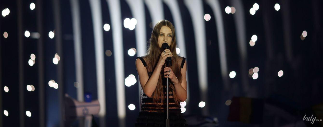 """Без бюстгальтера: бельгийская конкурсантка """"Евровидения-2018"""" вышла на сцену в прозрачном платье"""
